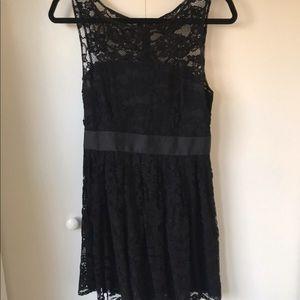 Black lace BB Dakota sleeveless cocktail dress